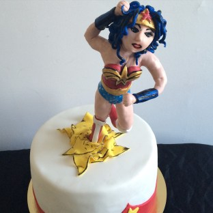 Wonder Woman cake, with lemon cake, lemon curd,lemon buttercream and a fondant Wonder Woman.